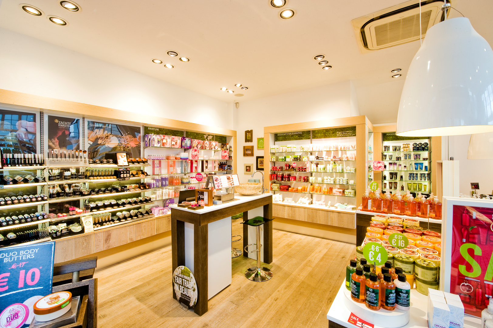 body shop retail management Student self-administered case study selling organization –the body shop at home and online retail in (the body shop) turned to management consultants.